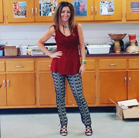 Michelle DaRin jewelry, Bailey 44 top, Trina Turk pants, Nine West sandals